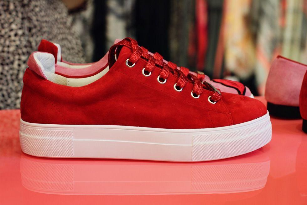 brand new 9aedf 37217 Stylesnob - Röda sneakers med lite platå, glittriga snören och en rosa  detalj därbak på