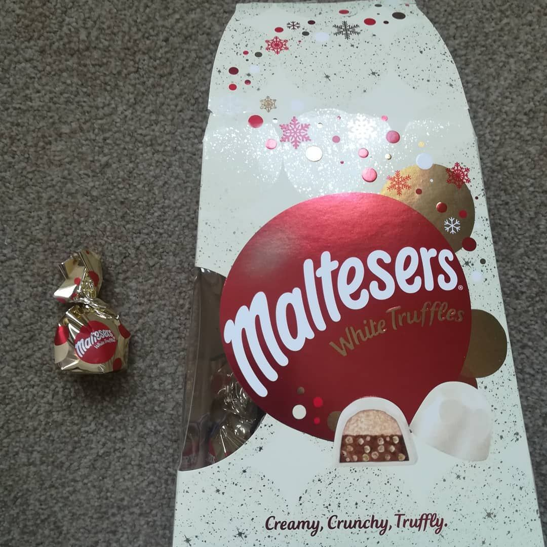 🍫🍬🍫🍬🍫🍬🍫🍬🍫🍬🍫 Finally tried these treats today!!! @maltesersuk they are delicious! Creamy white chocolate with yummy centre and little bits of maltesers they were great, this box won't be around for long 🤩