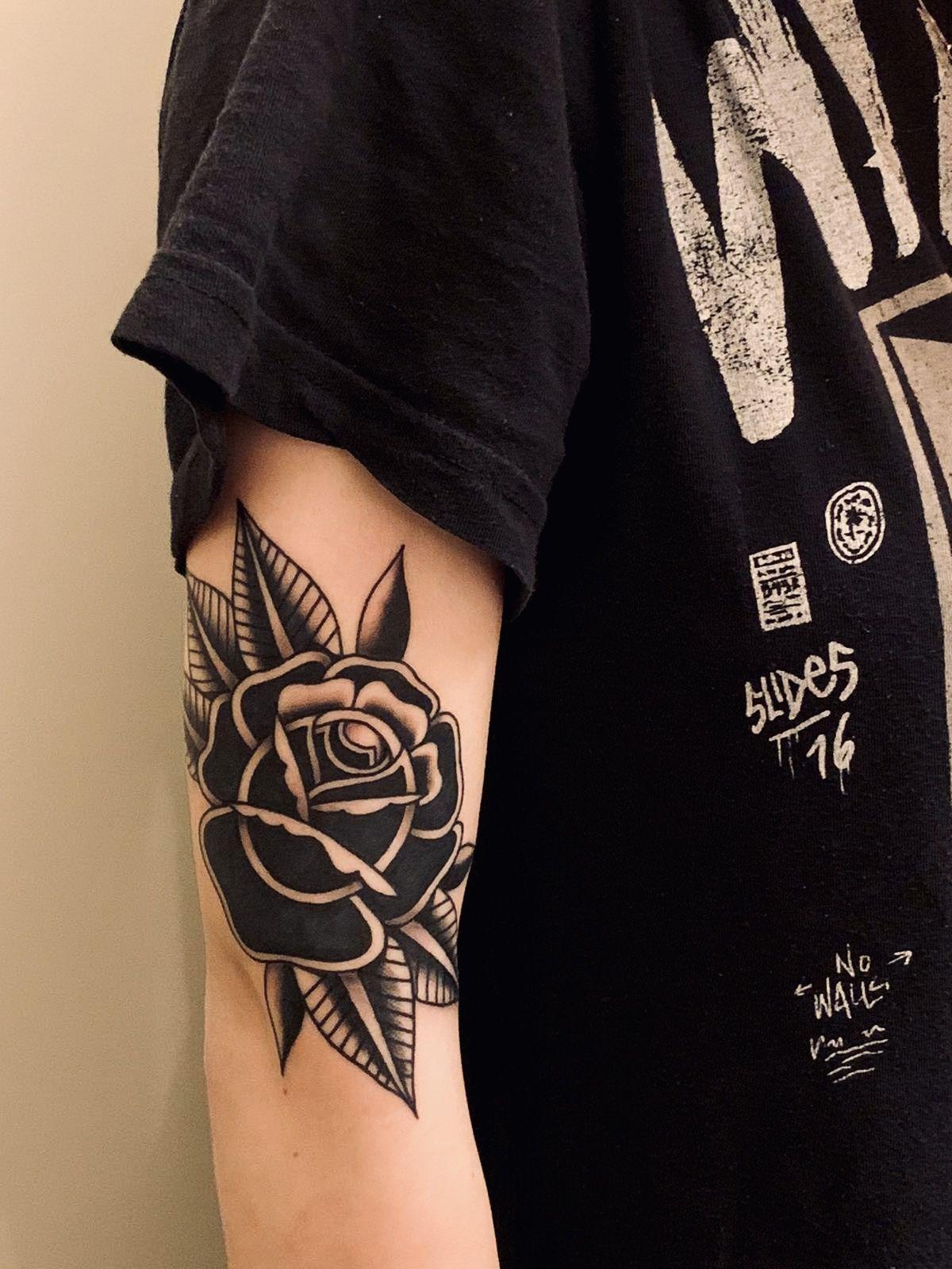 Traditional Rose Tattoo Rose Tattoo Traditional In 2020 Traditional Rose Tattoos Floral Tattoo Sleeve Black Rose Tattoos