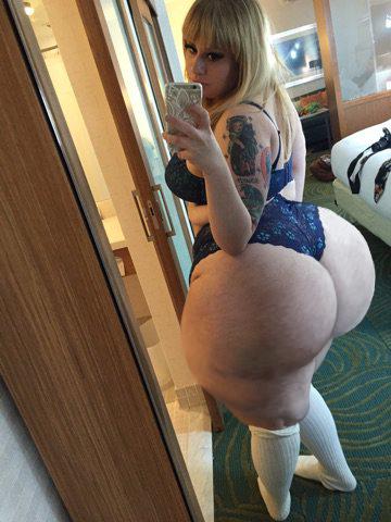white girl has huge ass