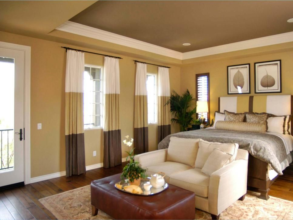 A neutral color motif is repeated throughout this cozy ...