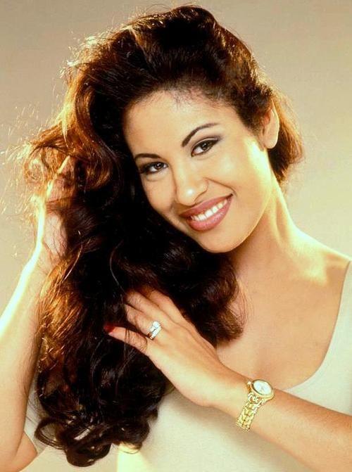 Selena Wedding Ring : selena, wedding, Aishah, Hernandez, Latinas, Better, Selena,, Selena, Quintanilla, Perez,