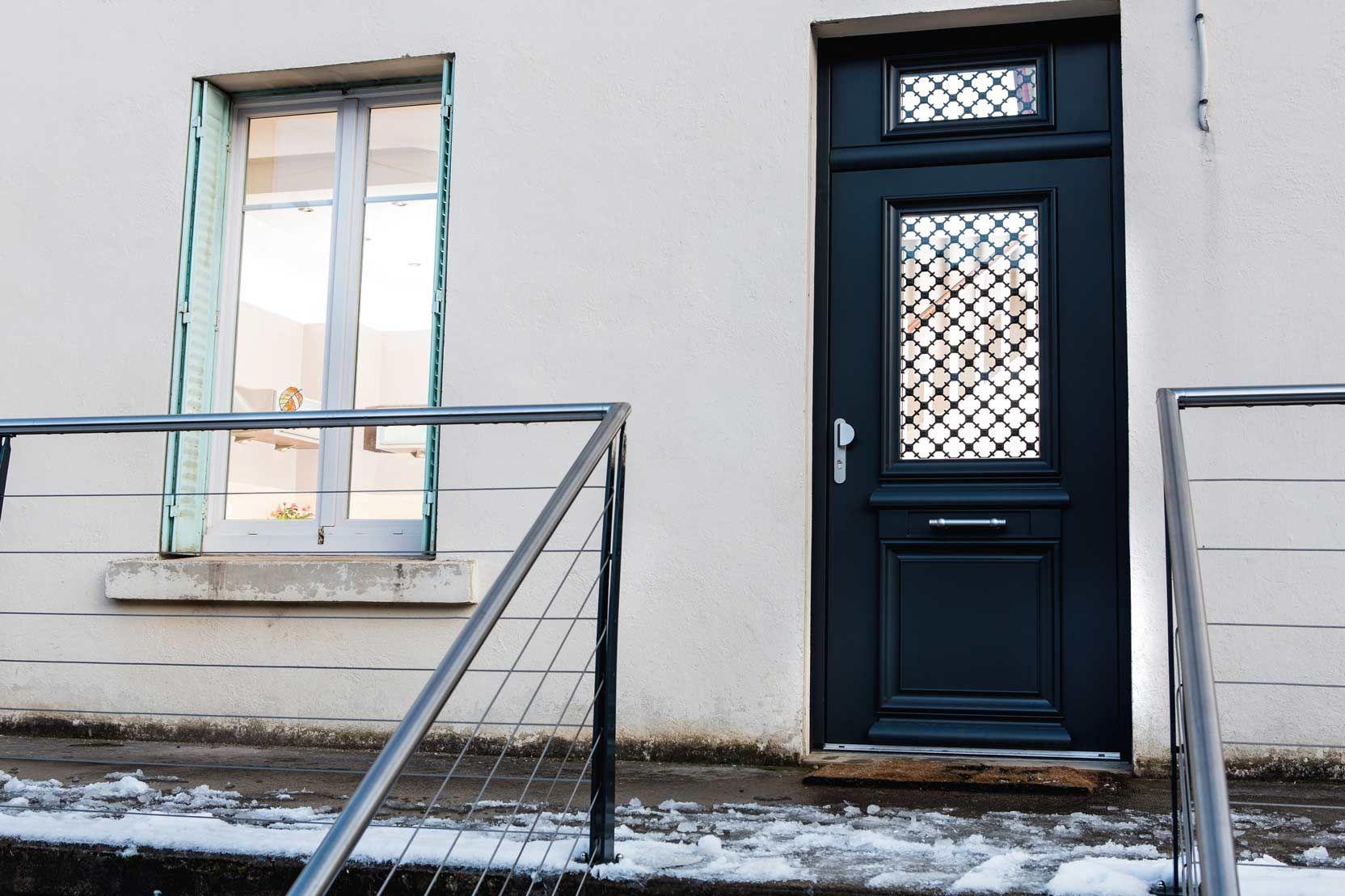 Porte Dentrée Maison Porte Vitrée Et Moulures à Lancienne Sur - Porte d entrée sur mesure