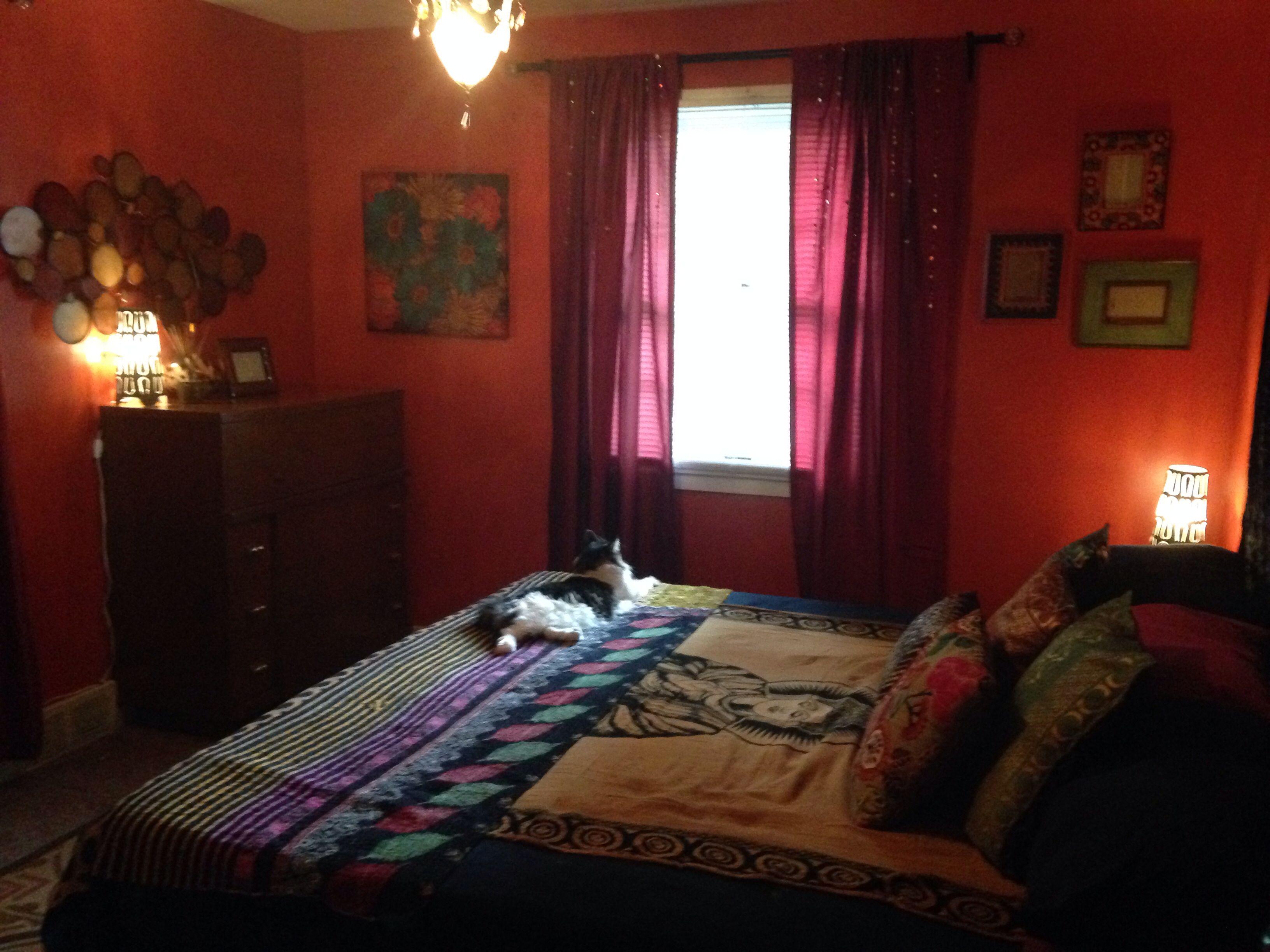 Bohemian/Indian style bedroom. Jewel tone color scheme ...