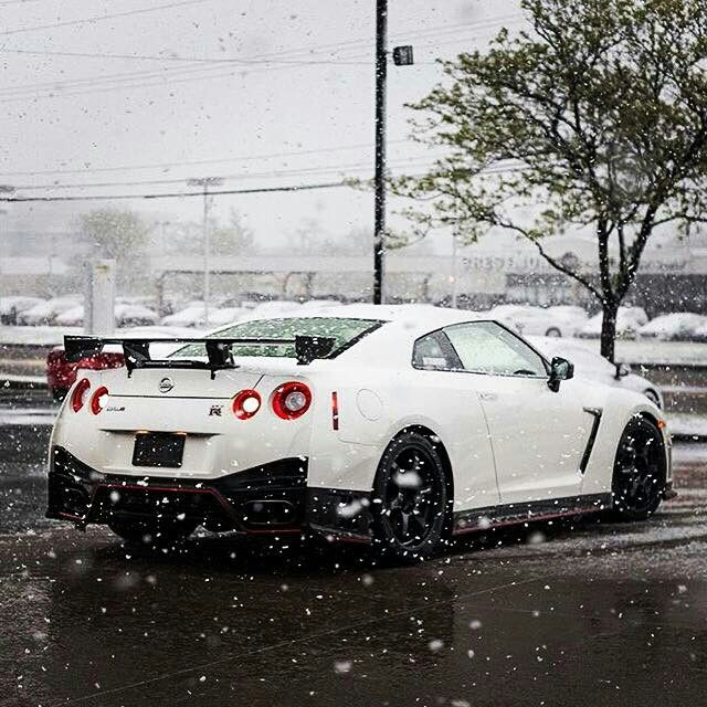 Gt-r in the snow