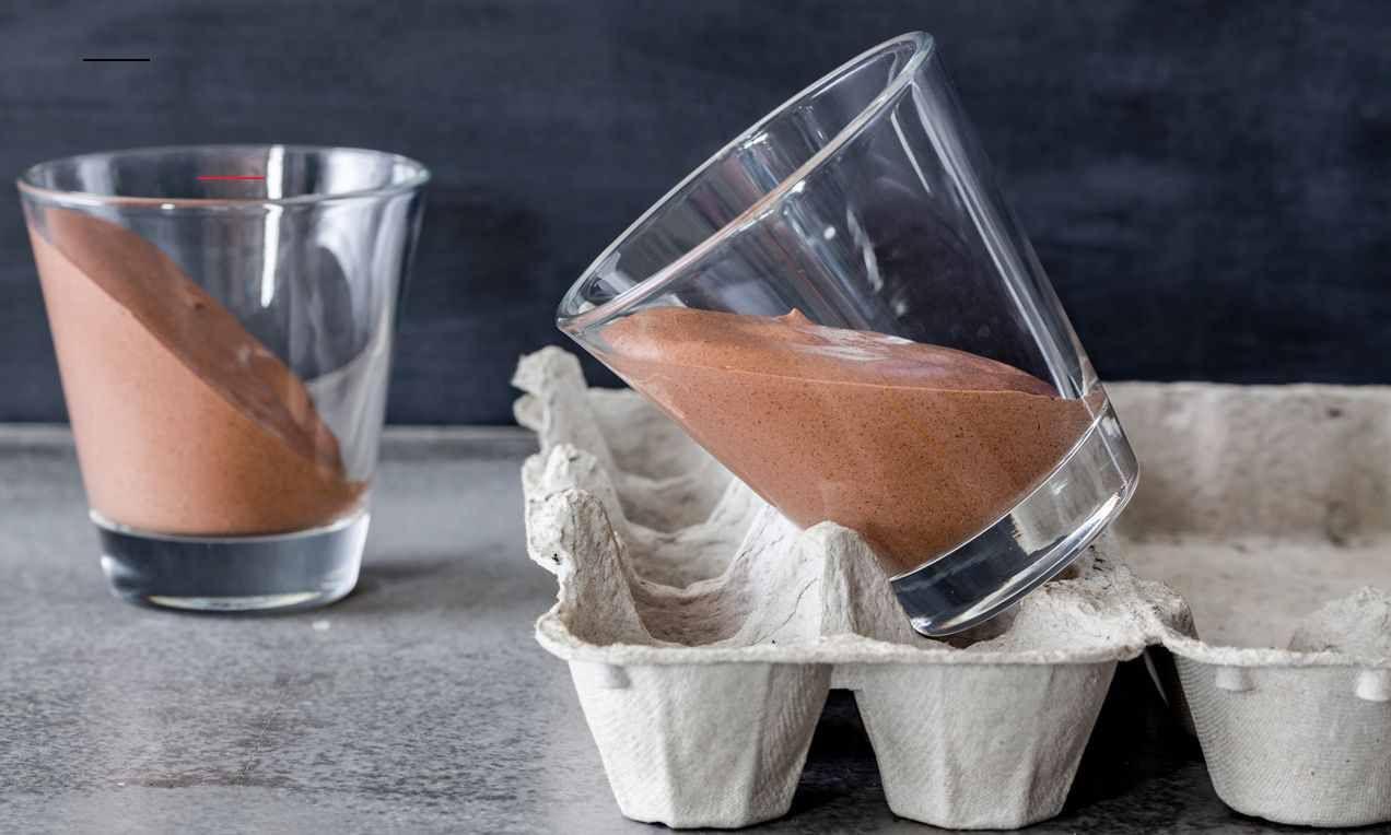 Schwarz Weiße Mousse Dunkleinnenräume Weiße Und Dunkle Mousse Au Chocolat Genial Einfach In 2 Schrägen Schichten Oder Dreifarbig Ombrè Angerichtet Toetjes