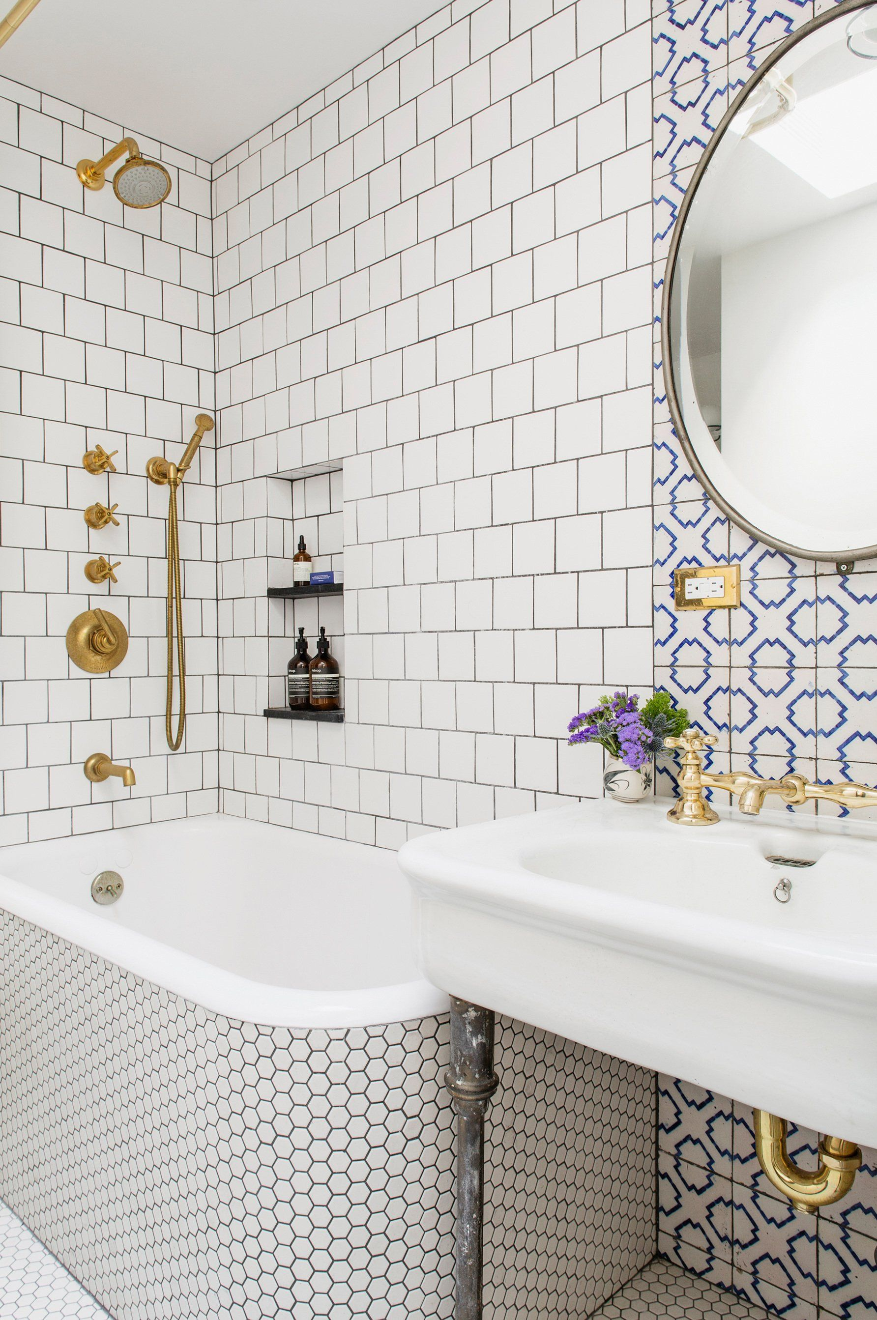 Stylish Remodeling Ideas for Small Bathrooms | Small bathroom, Walls ...