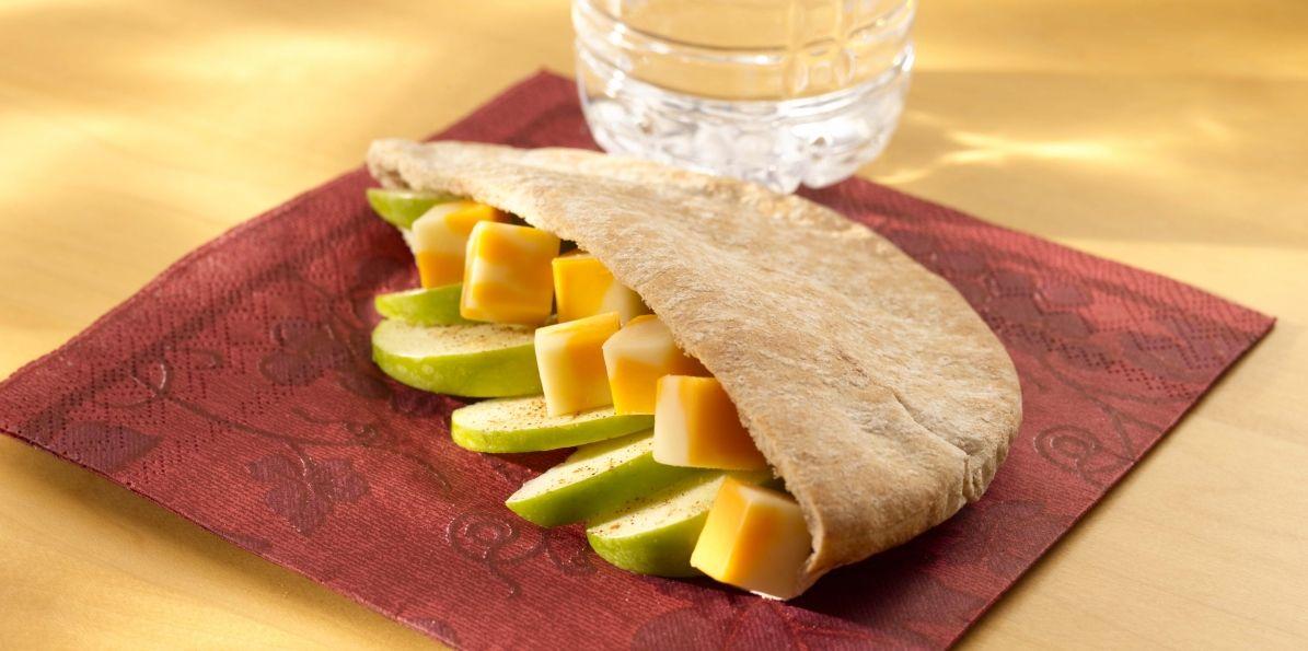 Sharp Cheddar Jack Pita w/ Apple Slices