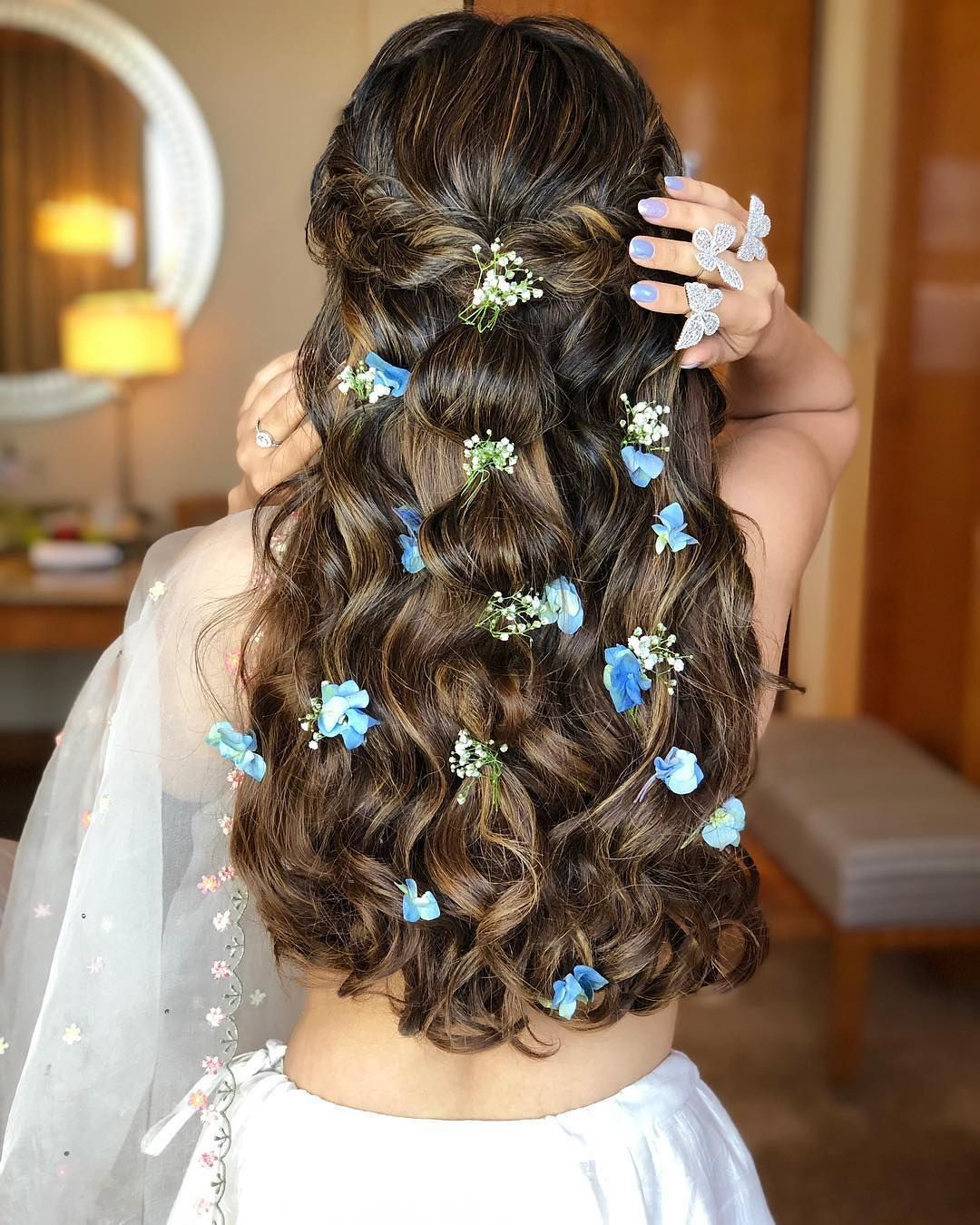 Flirtly Floral Braided Curl Hairstyle Open Hairstyles Indian Wedding Hairstyles Bridal Hairdo