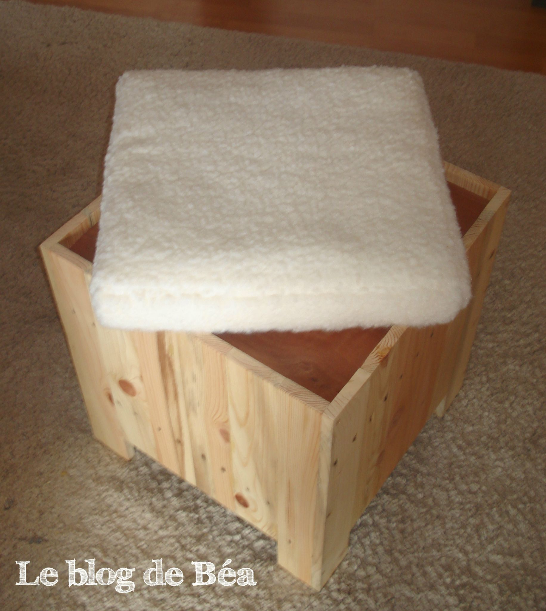 diy astucieux tabouret en bois de palette le blog de b a a donne envie pinterest. Black Bedroom Furniture Sets. Home Design Ideas