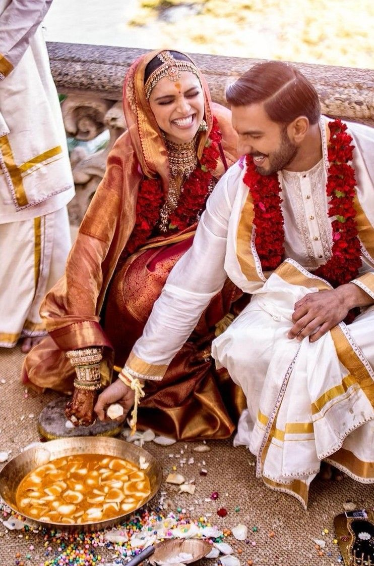Ranveer And Deepika Posted Super Happy Pictures From Their Wedding And My Heart Can T Take It Bollywood Wedding Deepika Ranveer Deepika Padukone