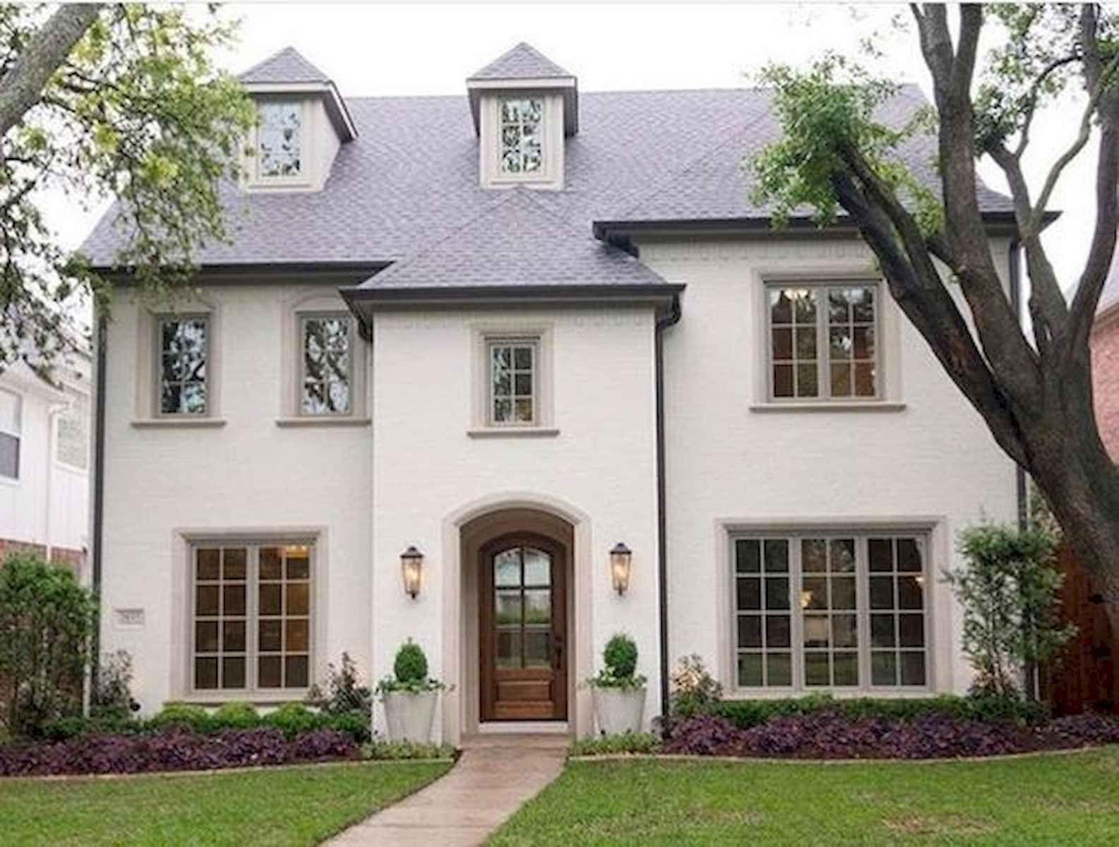 40 Stunning White Farmhouse Exterior Design Ideas (9