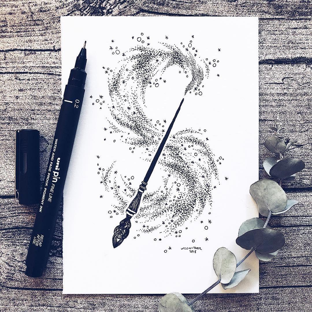 """Josefine Svärd sur Instagram: «↟ Inktober jour 4/31 ↟ SPELL ↟ Une baguette magique! Et j'ai utilisé un unipin 0,2 mm pour ce petit design! Et un conseil! @metalimoab c'est… """""""