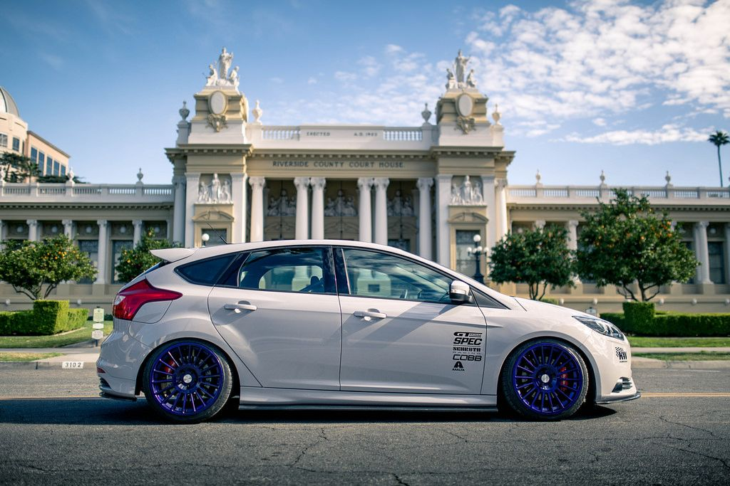 White Ford Focus St Mk3 With Purple Rotiform Wheels Ford Focus St Ford Focus Ford Focus Rs