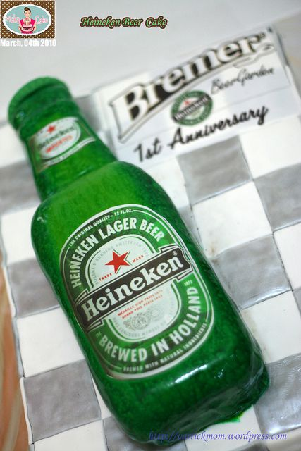 I think this would make the perfect Groom's cake for a St. Patrick's Day wedding.