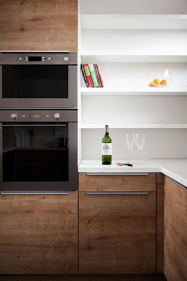 Polaczenie Kremowej Bieli Z Naturalnym Dostojnym Debem Daje Efekt Przyjaznej Przestrzennej Kuchni Fro Stylish Kitchen Interior Design Kitchen Kitchen Design