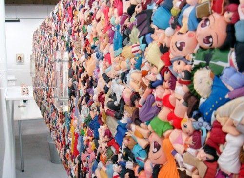 海外で話題 『日本のフィギアをドロドロに溶かして新たなる価値観を創造したオブジェクト作品』