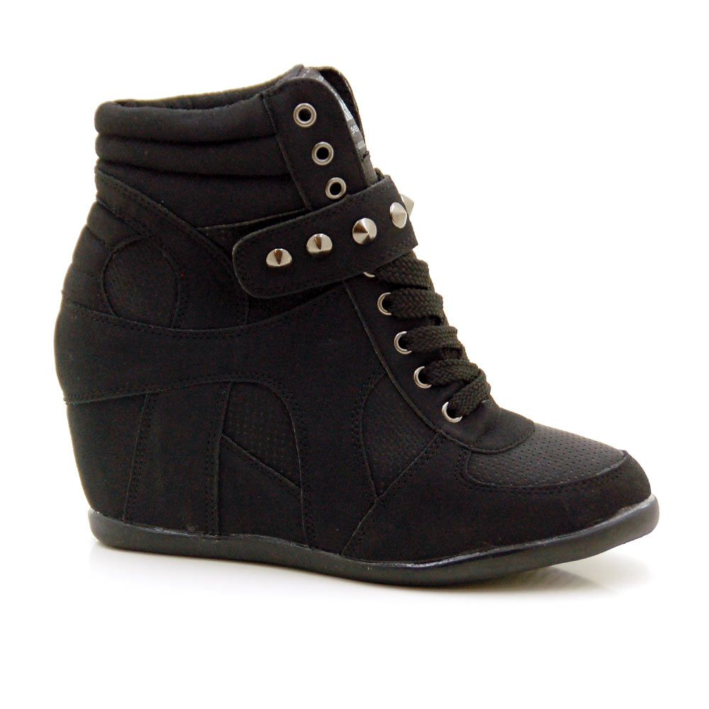 Botines mujer tipo sneaker con cu a interior y solapa de tachas por 32 99 http www - Sneakers cuna interior ...