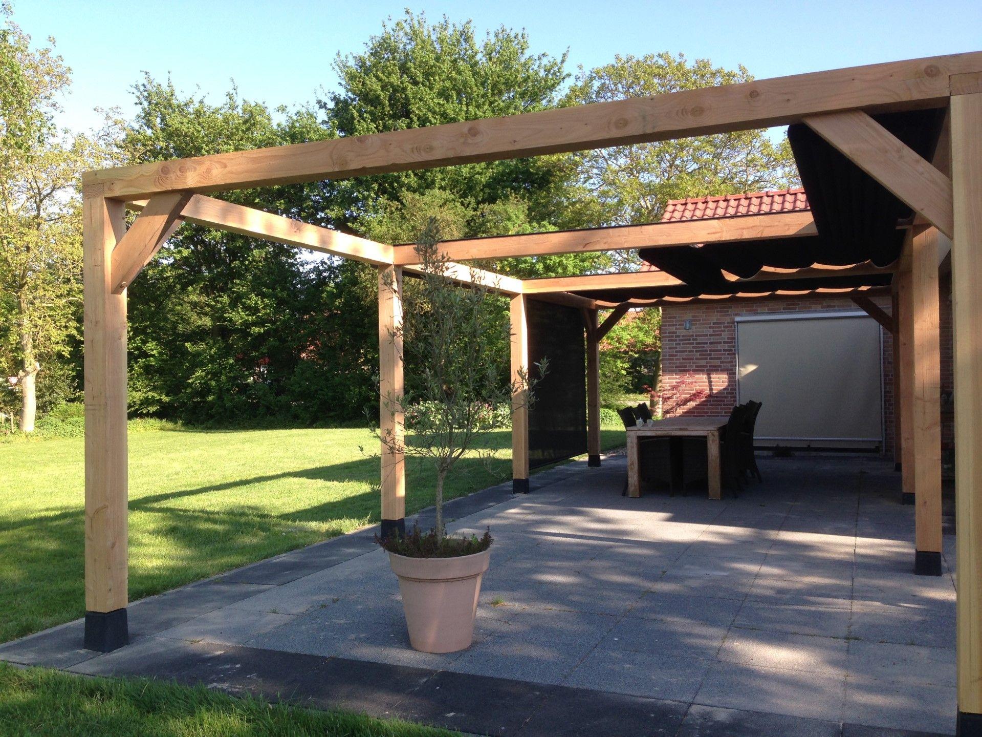 Heeft u een pergola aan uw huis zonder zonwering dit is de perfectie zonwering op maat vele - Pergola met dak ...