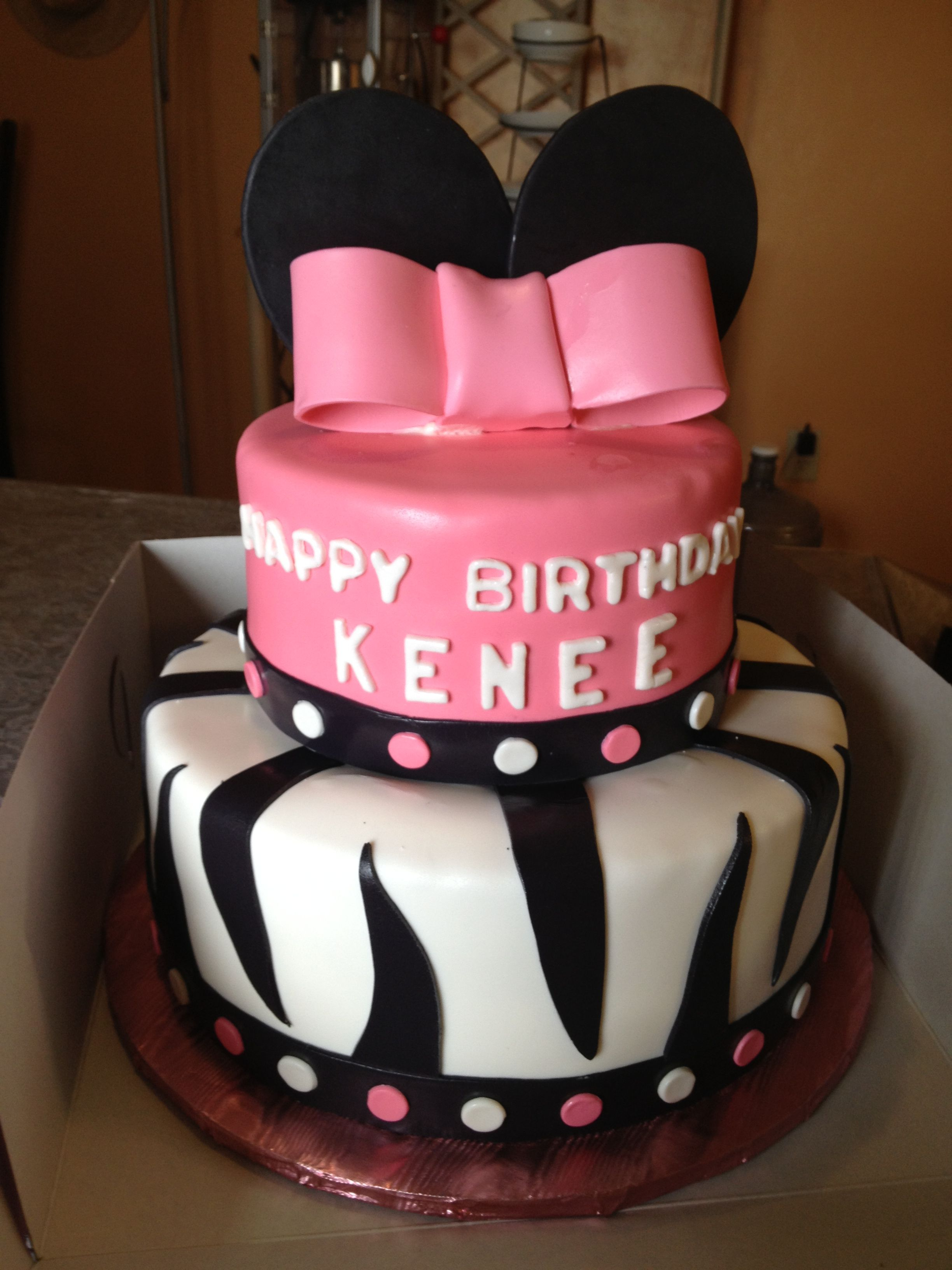 My first Minnie Mouse cake!
