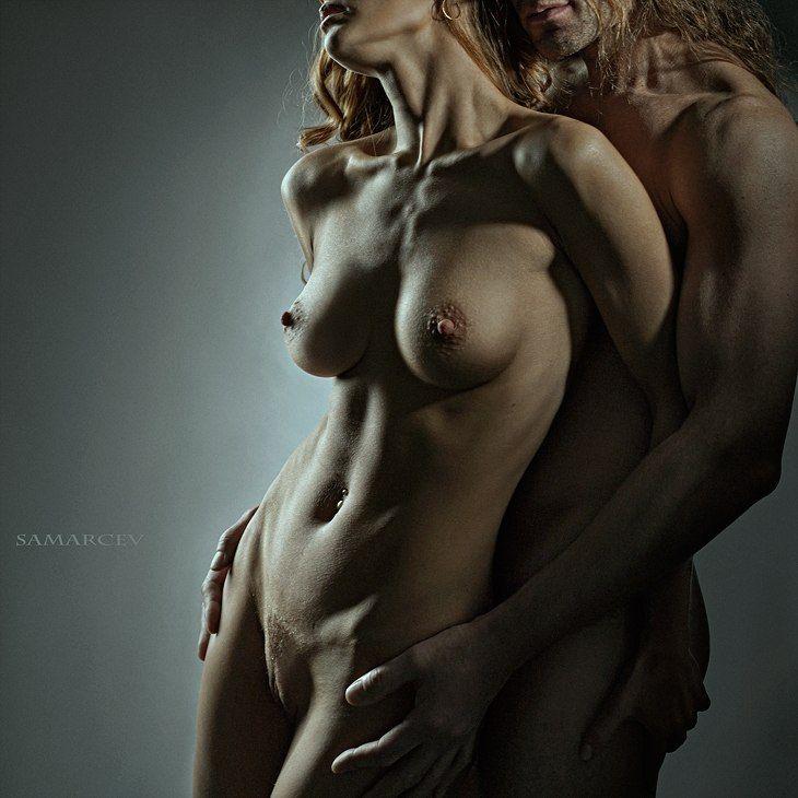 Фото обнаженная девушка в объятиях мужчины