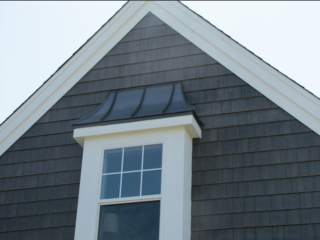 The Siding On This Home Is Prefinished 7 1 4 Inch Nichiboard Cedar Grain Lap Siding On The Peak Is Prefinished Cottage Exterior Shingle Siding House Exterior