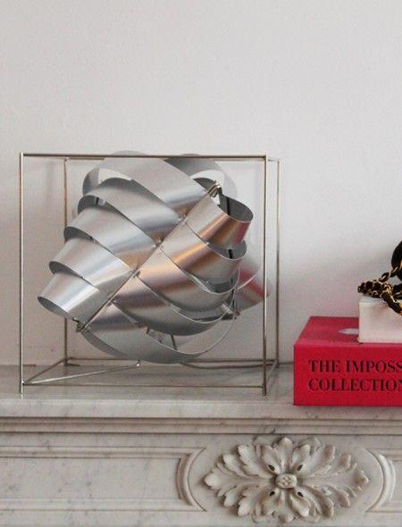Lampe Auriga De Max Sauze Dans Le Showroom D Une Robe Un Soir Luminaire Decoration Showroom
