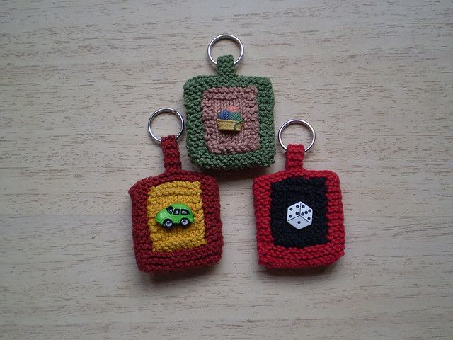 Button Key Rings by Rosemily, via Flickr (FREE PATTERN ...