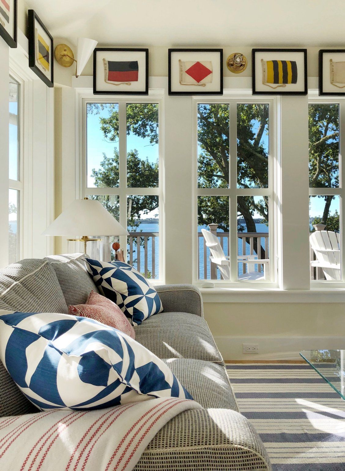 Nautical Style Can Be Surprisingly Sophisticated Case In Point This Cape Cod Guesthouse Designed By Lisa Hi Cape Style Homes Home Interior Design Cabin Style