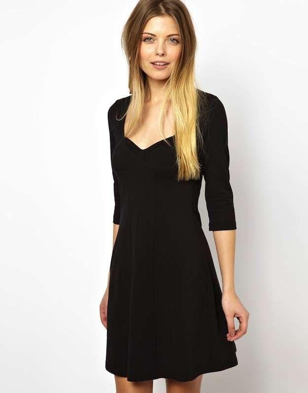 2bd66f2b58 Moda años 90 para mujer  Vuelve el estilo - Vestido negro liso ...