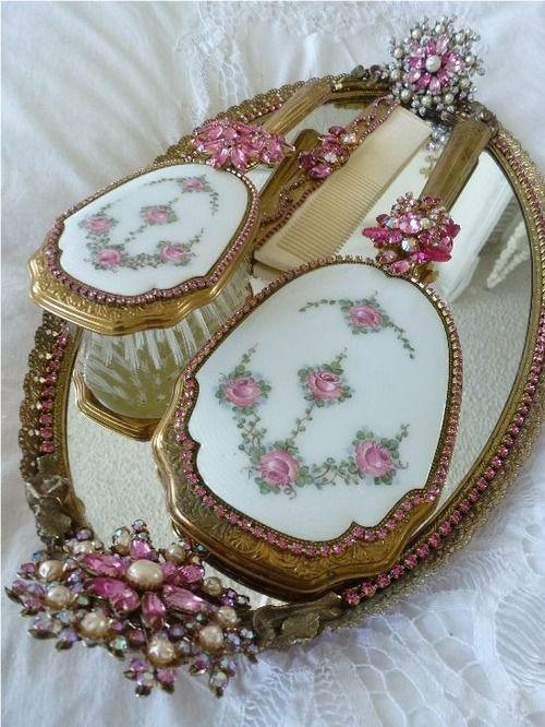 obsession antique goodies pinterest miroirs id es d co pour la chambre et style victorien. Black Bedroom Furniture Sets. Home Design Ideas