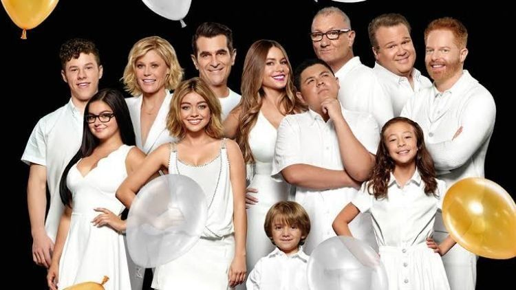 Its Time To Reunite Again With The Modern Family Season 12 Confirmation In 2020 Modern Family Season 1 Modern Family Best Tv Shows
