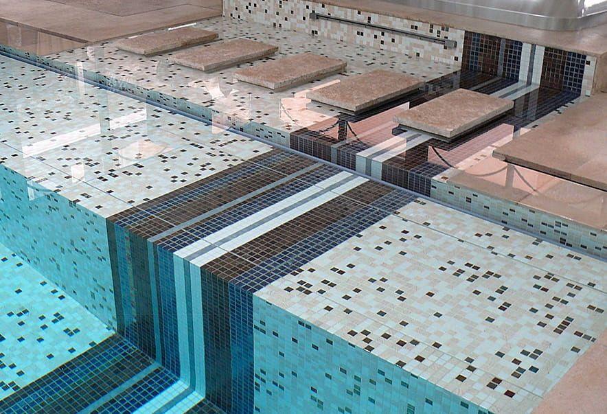بلاط مسابح بالرياض بأروع الاشكال الراقيه Mosaic Pool Mosaic Pool Tile Swimming Pools