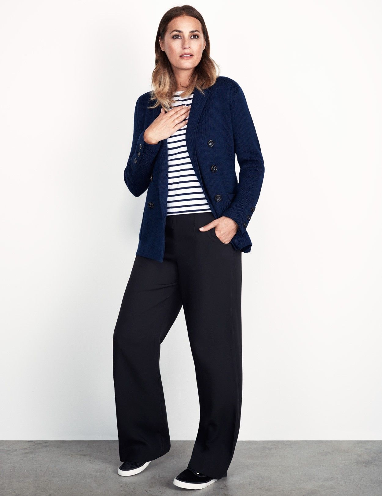 Inspired by the success of our Silk Coco pants , these wide-leg trousers with button detail on one side can be worn with a shirt, or dressed down with a simple tee. An amazing techno fabric that just doesn't crease.