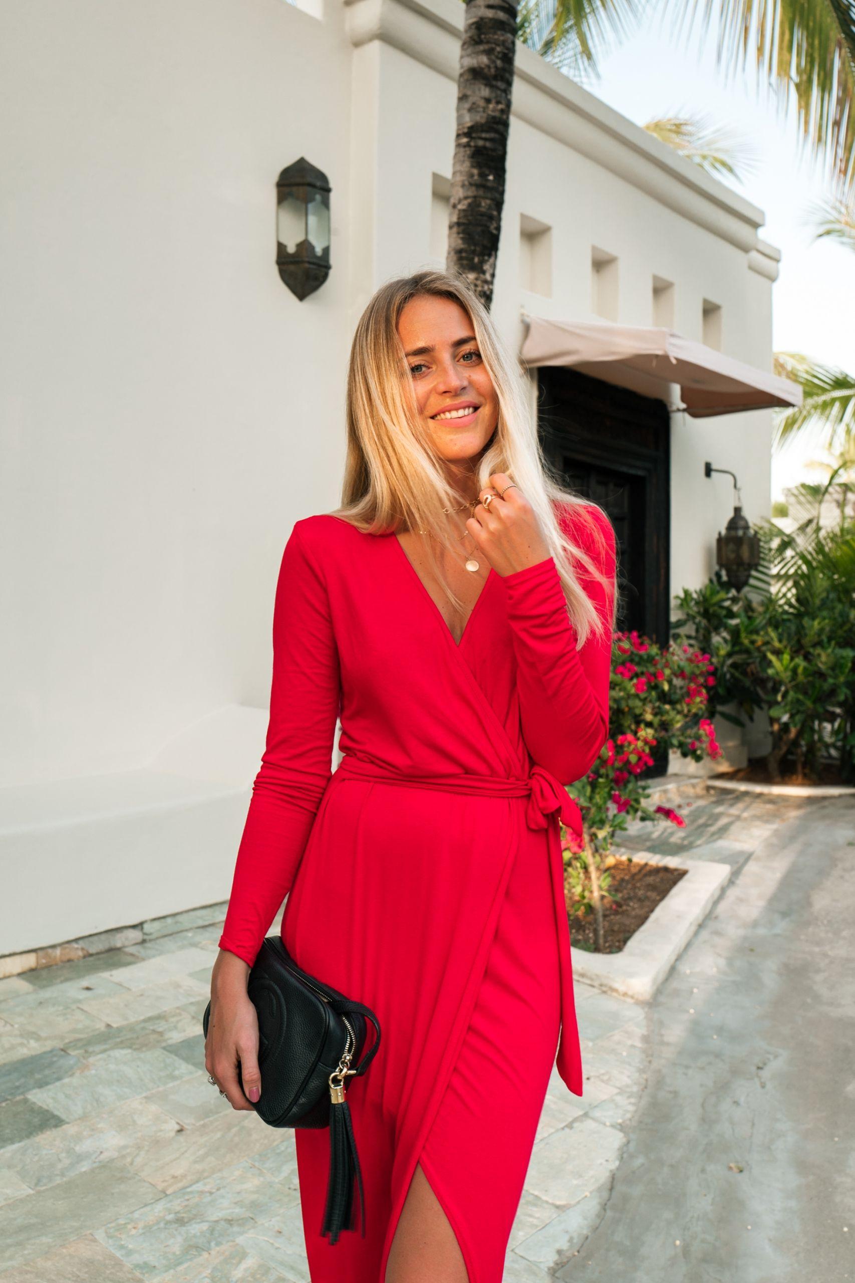 snygg röd klänning