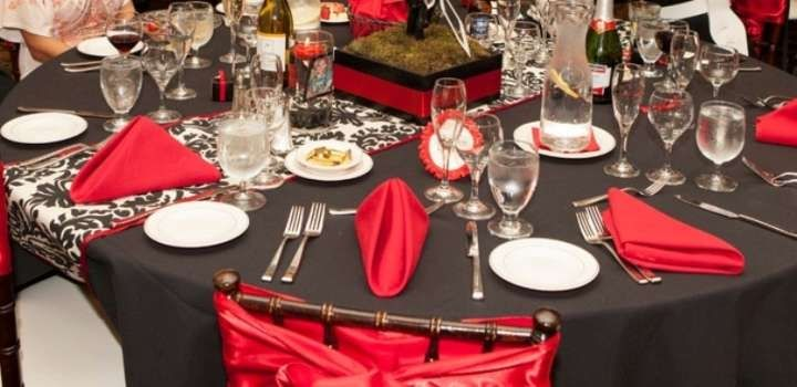 Black Table Cloth Red Napkins And White Damask Runner