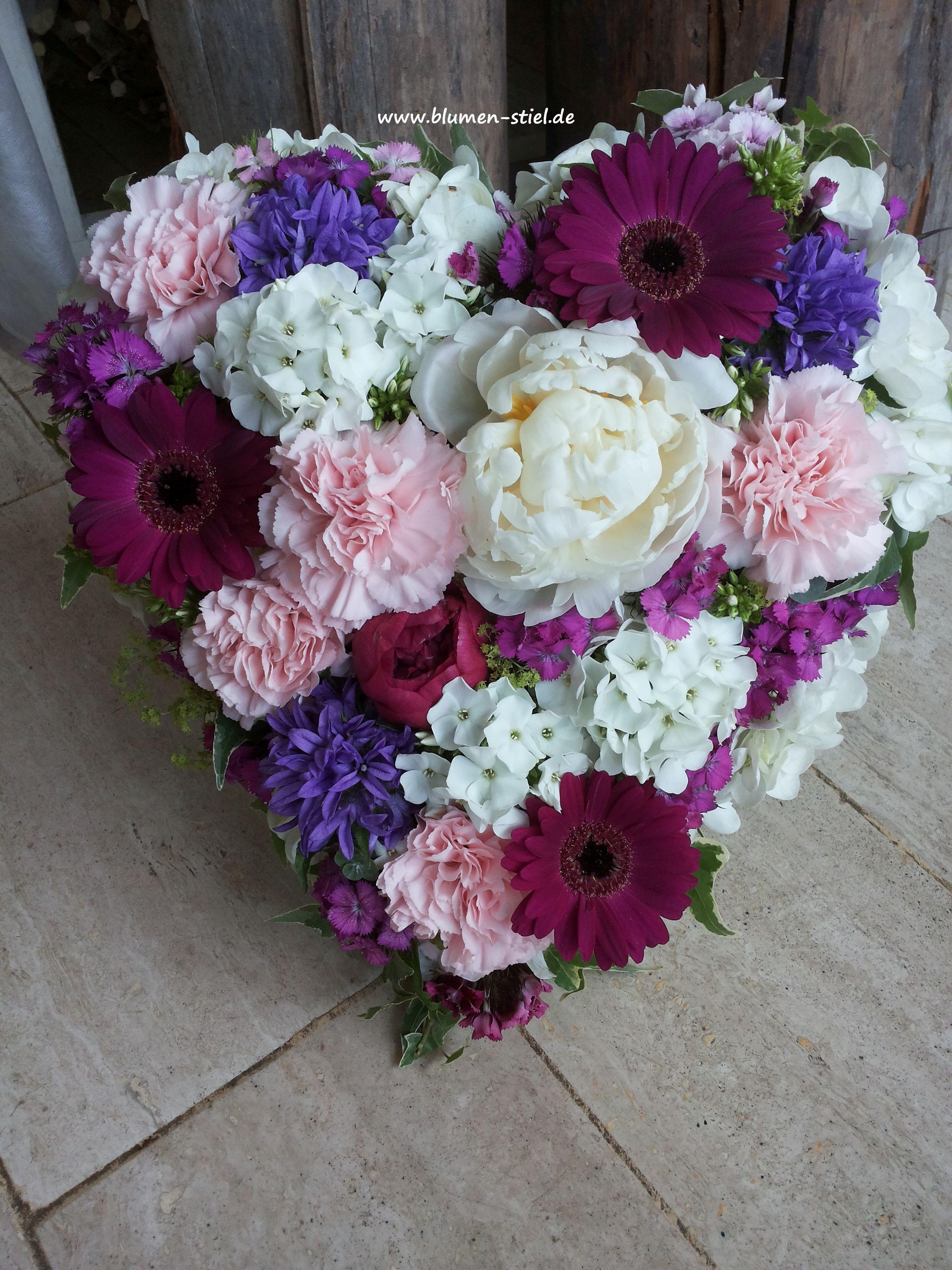 Kleines Blumiges Herz Blumen Zur Beerdigung Bartnelke Bartnelken