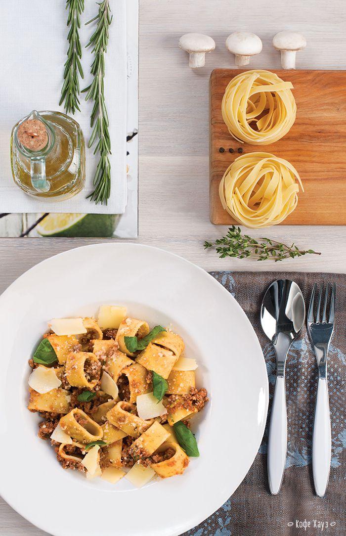 Смотрите, что мы для вас приготовили! Аппетитную Пасту с соусом Болоньезе, травами и сыром. Попробовать можно в любой из наших кофеен с кухней: http://www.coffeehouse.ru/news/?ELEMENT_ID=3018  #кофехауз #паста #болоньезе #вкусно