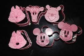 好可愛我也好想要的Disney餅乾模!!from http://nailsandhalfwaydine.blogspot.tw/2012/09/hey-guys-i-know-i-told-u-guys-that-i.html
