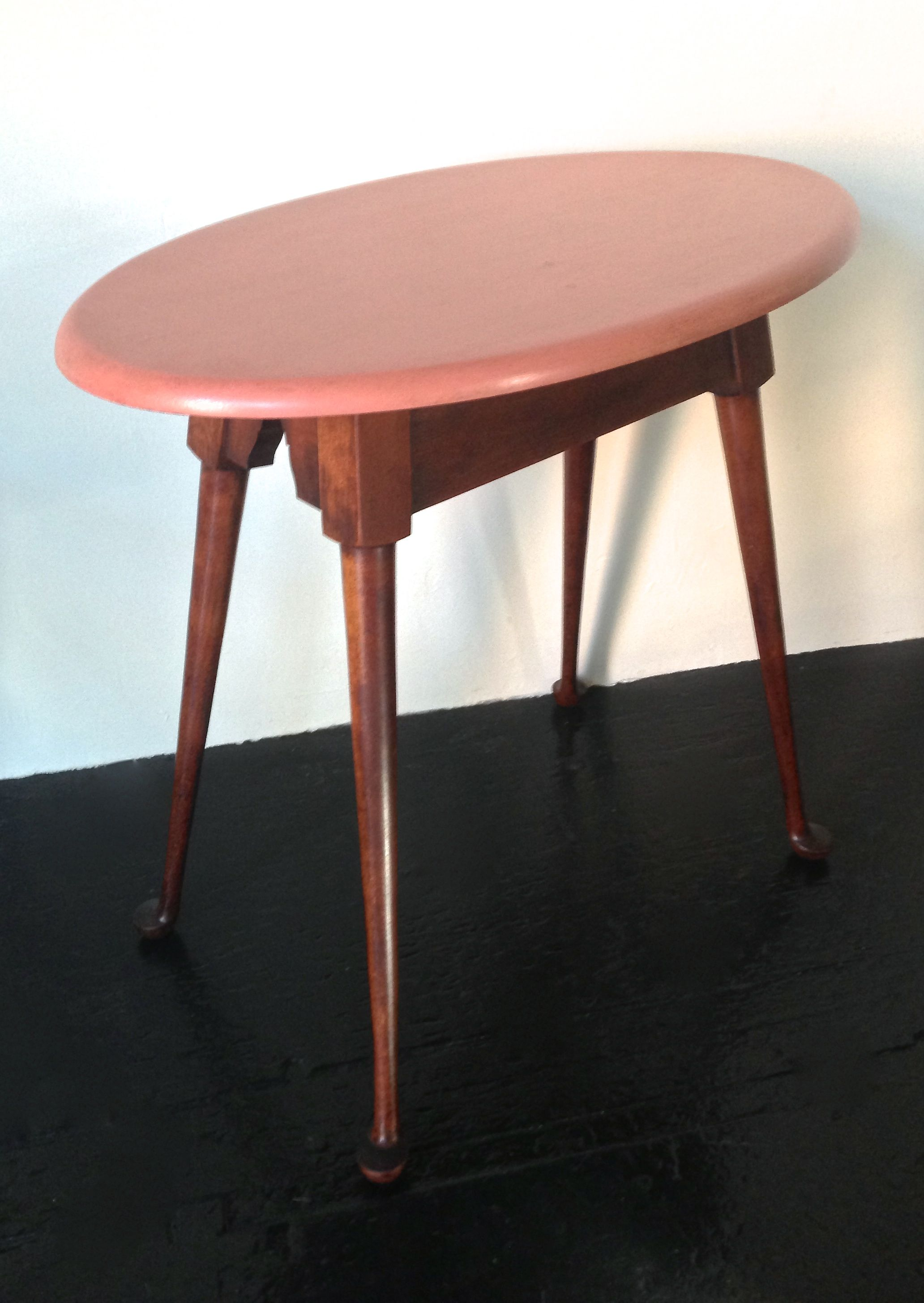 Antique Conant Ball Queen Anne Style Oval Tea Table 1930s with carved ' golf club ' legs, Quite commonly used as a Side Table Stamped with Conant Ball Mark Dims: 25″×151/2″×24″