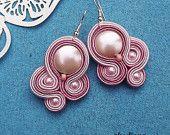 Orecchini di perle rosa Seashell Soutache