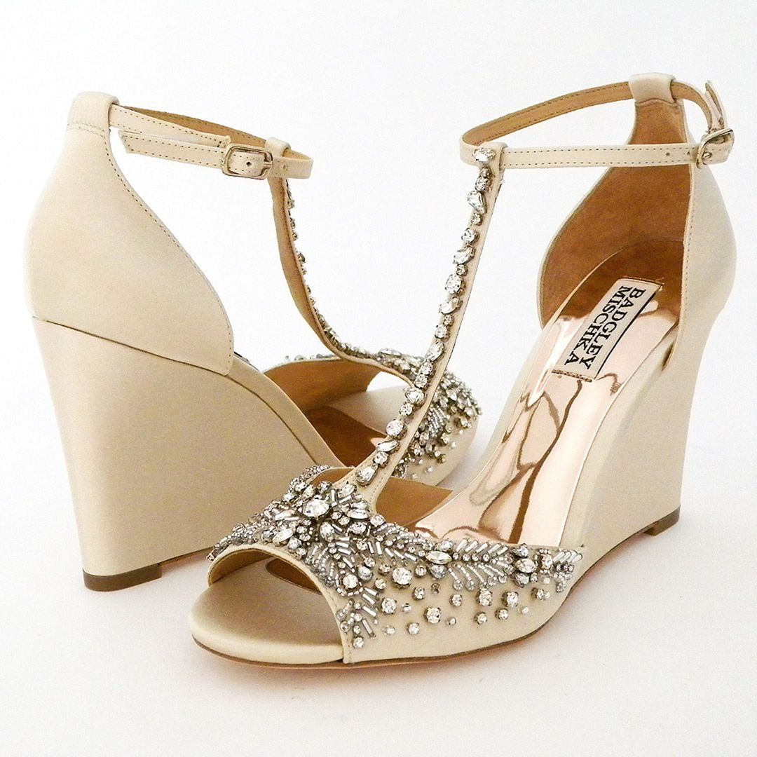 15 Marvelous Winter Bridal Shoes And Boots Ideas Wedge