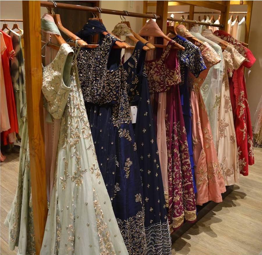 Kolkata Lehenga Shopping Guide Lehenga Banarasi Lehenga Clothing Boutique Interior