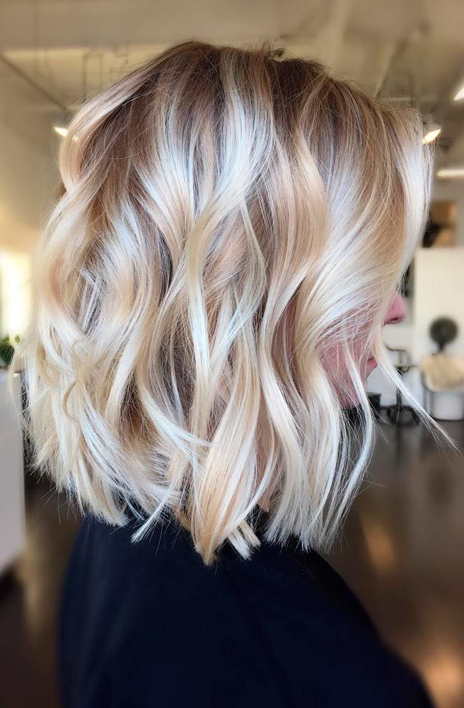 Women Soft Layers And Side Tuck Best Shoulder Length Blonde Hair Looks Hair Styles Thick Hair Styles Cool Blonde Hair