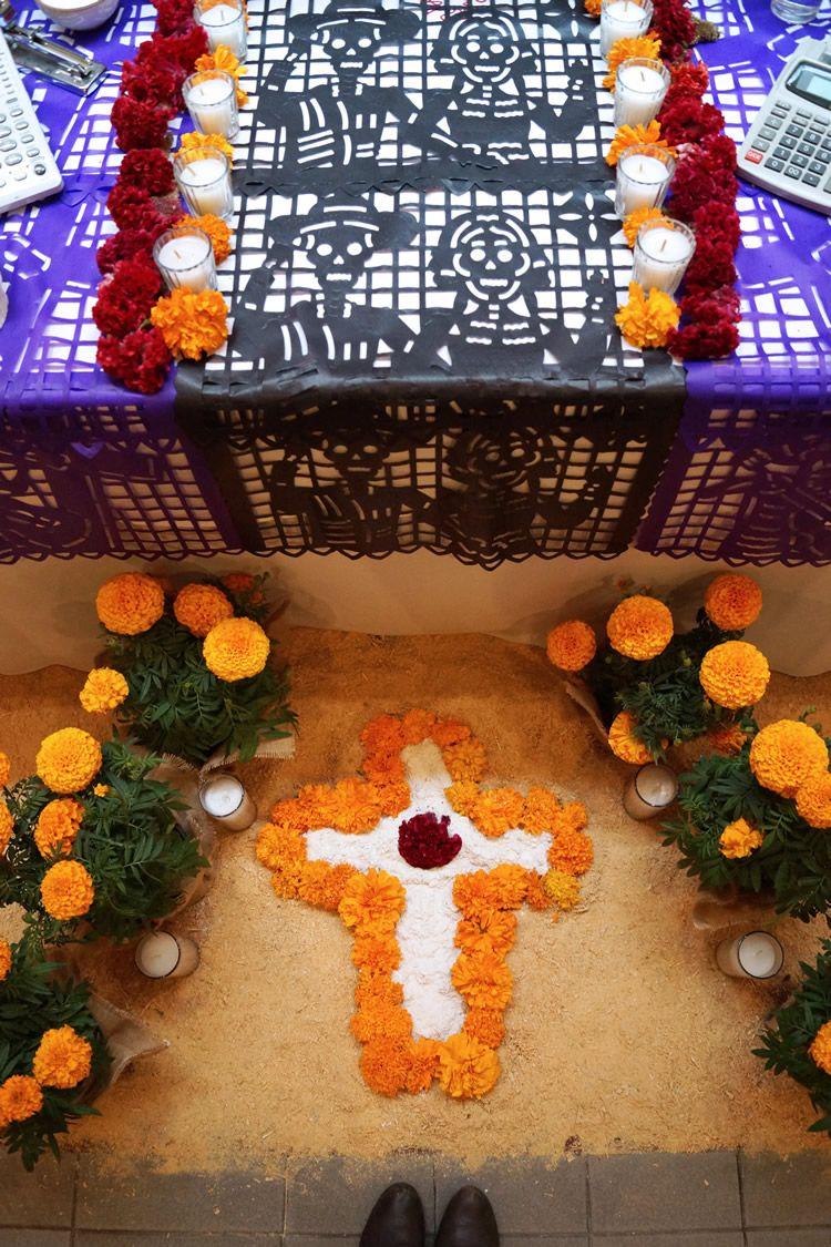 Day of dead altar / Altar para el Día de Muertos // casahaus.net
