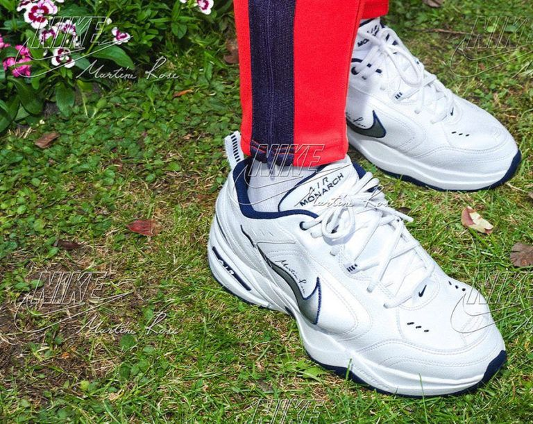 Armada Sin personal arrepentirse  Martine Rose x Nike Air Monarch IV blanche white on feet | Nike air monarch,  Nike air, Nike