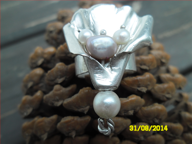 Sterling Silver Pearl and Lily Ring