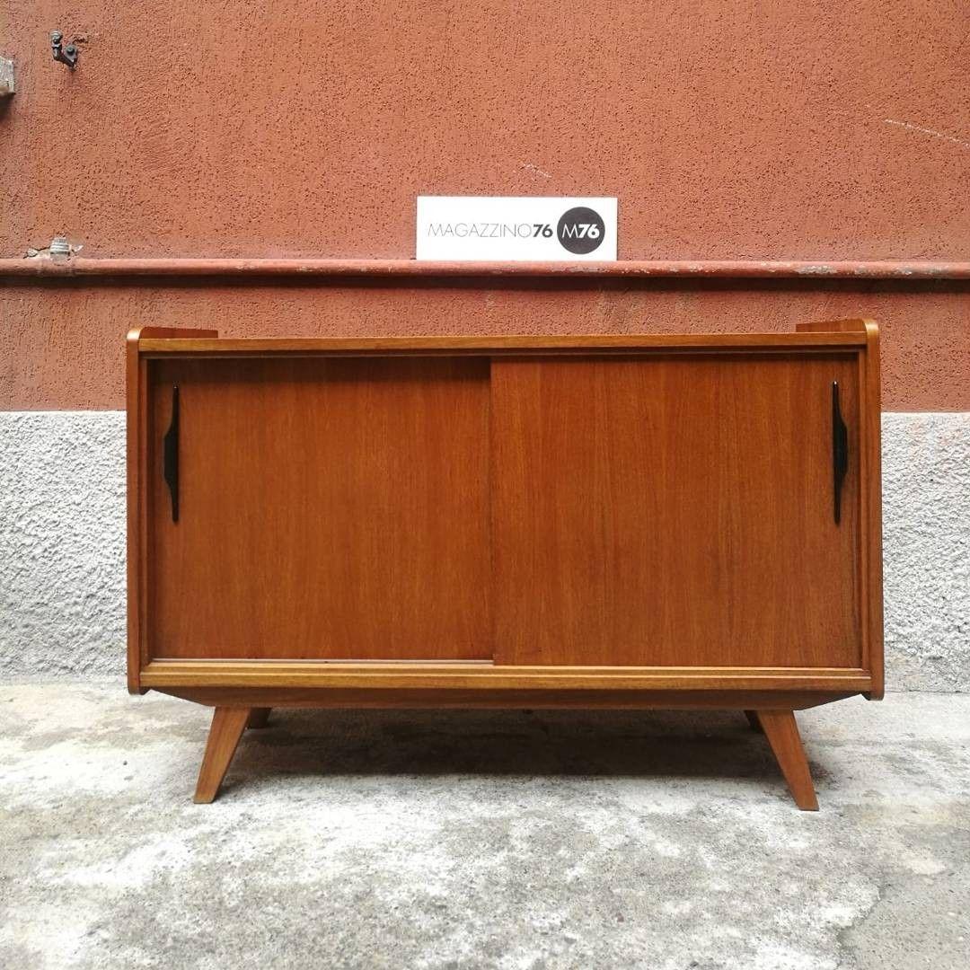Arredamento Anni 60 Foto sideboard anni 60 in teak biondo con due ante scorrevoli e