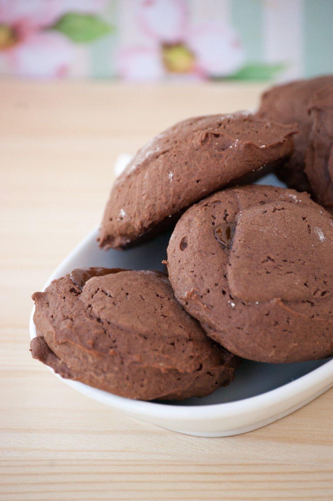 Pregunta retórica a la de tres: ¿Hay algo mejor que unas galletas de chocolate? Pues evidentemente, sí. ¡¡Unas galletas de chocolate rellen...