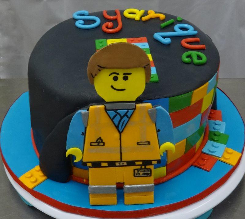 Lego movie cake all fondant with gumpaste figure gateau